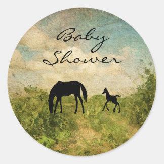 Pegatina Redonda Fiesta de bienvenida al bebé hermosa del caballo