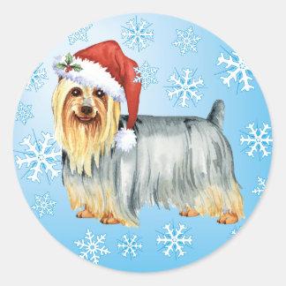 Pegatina Redonda Howlidays feliz Terrier sedoso