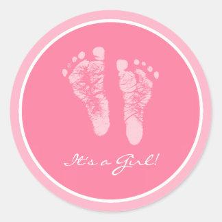 Pegatina Redonda Huellas rosadas lindas del bebé sus una fiesta de