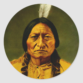 Pegatina Redonda Jefe indio del nativo americano de Bull de sentada