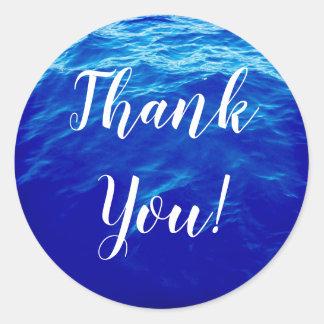 Pegatina Redonda La caligrafía del agua azul le agradece