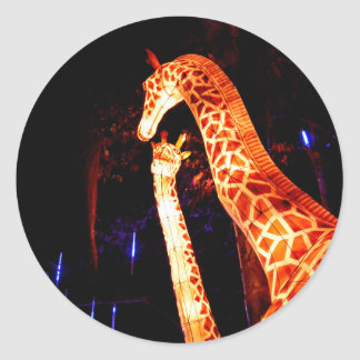 Pegatina Redonda La jirafa enciende para arriba arte del festival