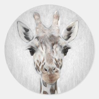 Pegatina Redonda La jirafa majestuosa retrató de muchos productos