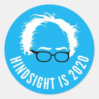 Pegatina Redonda La retrospección de las chorreadoras de Bernie es