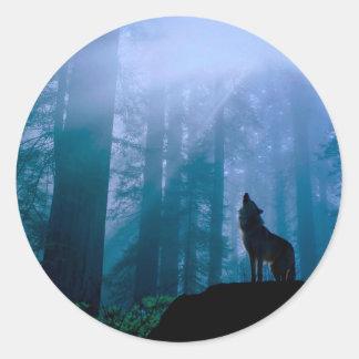 Pegatina Redonda Lobo del grito - lobo salvaje - lobo del bosque