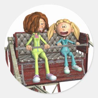 Pegatina Redonda Madre e hija del dibujo animado en una noria