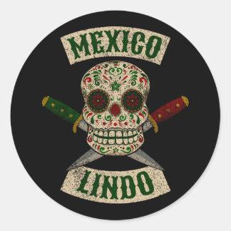 Pegatina Redonda México Lindo. Cráneo mexicano con las dagas