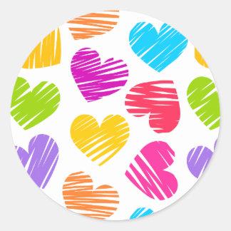 Pegatina Redonda Modelo en colores pastel femenino de los corazones