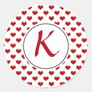 Pegatina Redonda Modelo lindo con monograma de los corazones del