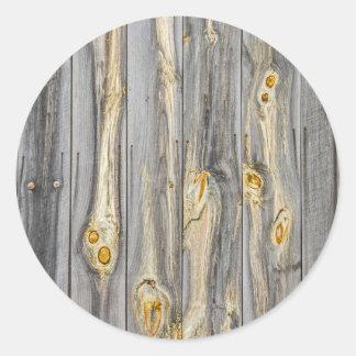 Pegatina Redonda Modelos de madera con el carácter en un granero