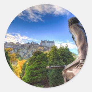 Pegatina Redonda Monumento y castillo americanos escoceses de