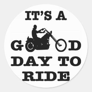 Pegatina Redonda Motorista es un buen día a montar
