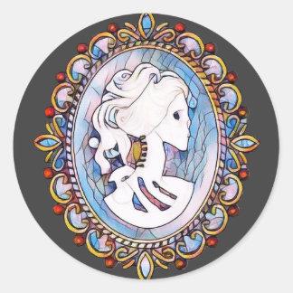 Pegatina Redonda Mujer en colores pastel del esqueleto del gótico