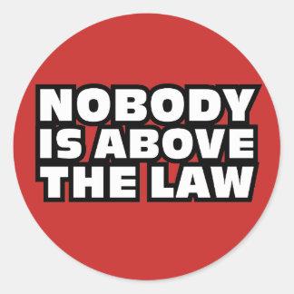 Pegatina Redonda Nadie está sobre la ley