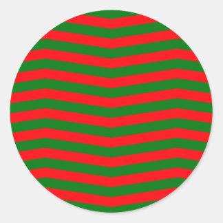 Pegatina Redonda Navidad rojo y rayas verdes del zigzag de Chevron