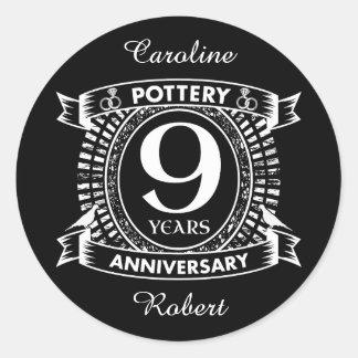 Pegatina Redonda Nueve años de la cerámica de aniversario de boda