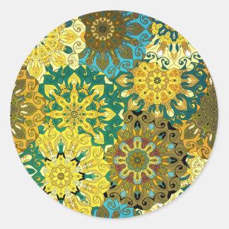 Pegatina Redonda Oriente la mandala azul y amarillee el adorno