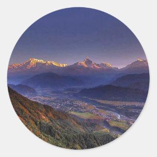 Pegatina Redonda Paisaje de la visión: HIMALAYA POKHARA NEPAL