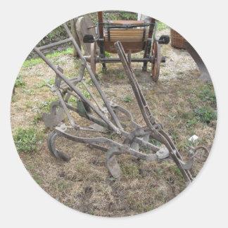 Pegatina Redonda Paleta vieja del hierro y otras herramientas