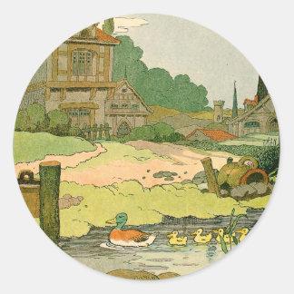 Pegatina Redonda Pato y anadones que nadan en el río