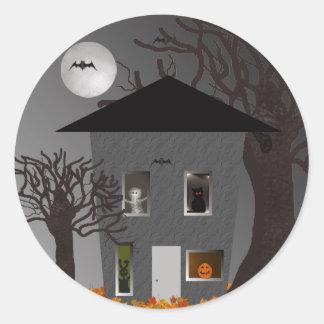 Pegatina Redonda Pegatinas fantasmagóricos de Halloween de la casa