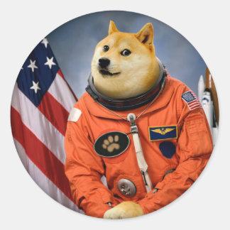 Pegatina Redonda perro del astronauta - dux - shibe - memes del dux