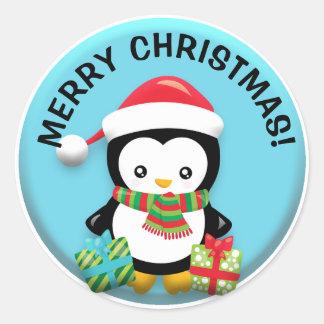 Pegatina Redonda Pingüino lindo de Santa con los regalos del