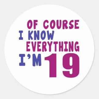Pegatina Redonda Por supuesto sé que todo soy 19
