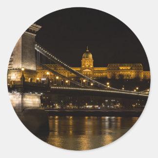 Pegatina Redonda Puente de cadena con el castillo Hungría Budapest