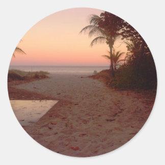 Pegatina Redonda Puesta del sol en la playa