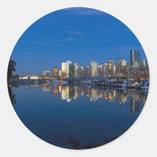 Pegatina Redonda Reflexión azul de la hora de Vancouver A.C.