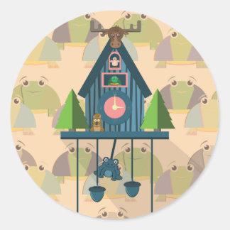 Pegatina Redonda Reloj de cuco con el papel de empapelar de la