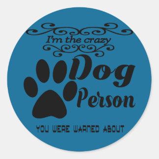 Pegatina Redonda Soy la persona loca del perro que le advirtieron
