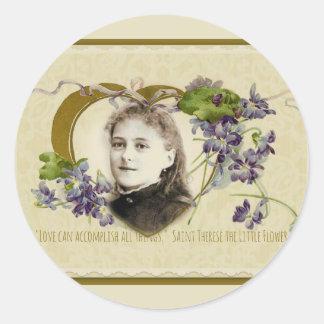 Pegatina Redonda St. Teresa las pequeñas violetas de la flor
