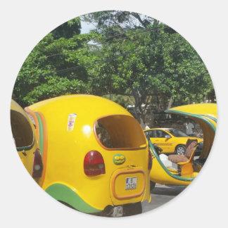 Pegatina Redonda Taxis amarillos brillantes de los Cocos de la