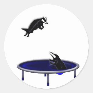 Pegatina Redonda tejones trampolining