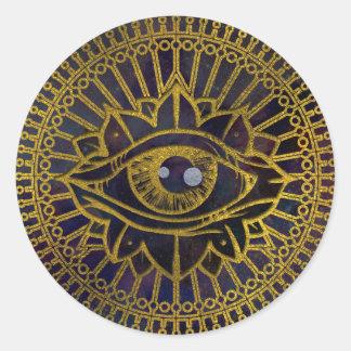Pegatina Redonda Todo el oro místico del ojo que ve en el cielo de