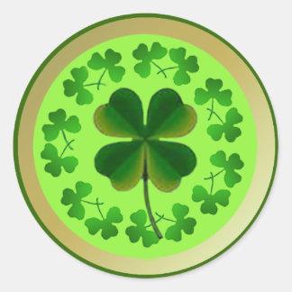 Pegatina Redonda Tréboles afortunados para el día de St Patrick
