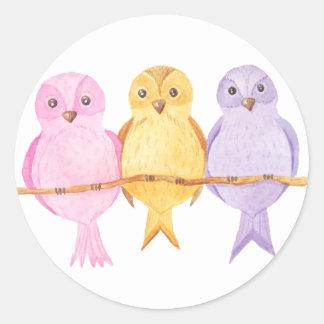 Pegatina Redonda trío de los búhos de la acuarela