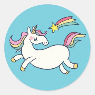 Pegatina Redonda Unicornio lindo y estrellas del arco iris del