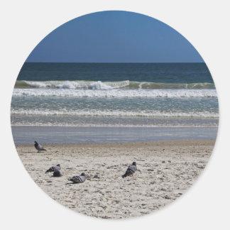 Pegatina Redonda Watchin el rollo de la marea lejos