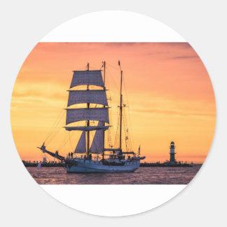 Pegatina Redonda Windjammer en el mar Báltico