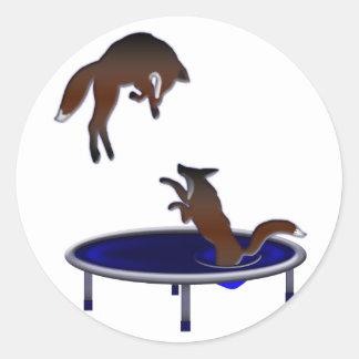 Pegatina Redonda zorros trampolining