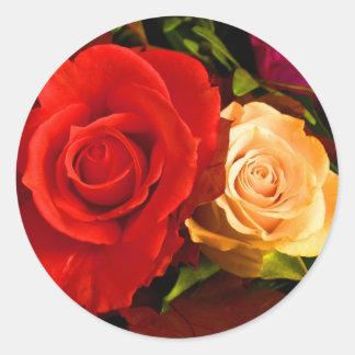 Pegatina rojo del rosa amarillo - personalizable