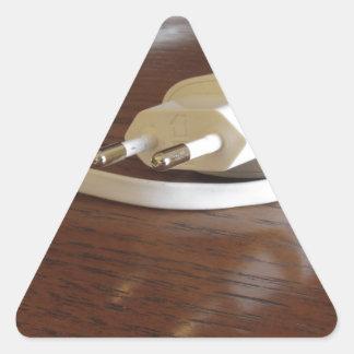 Pegatina Triangular Cargador blanco del smartphone en la tabla de