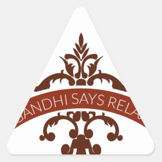 Pegatina Triangular el ghandi dice se relaja