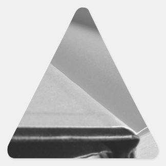 Pegatina Triangular La segunda mano reserva con las páginas en blanco