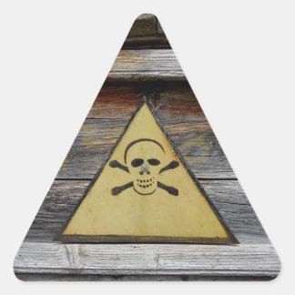 Pegatina Triangular Muestra del peligro del vintage en la madera