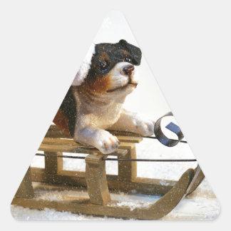 Pegatina Triangular Perrito en un trineo