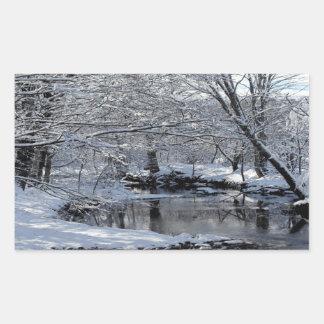 Pegatinas brillantes del río nevado de Saco Pegatina Rectangular